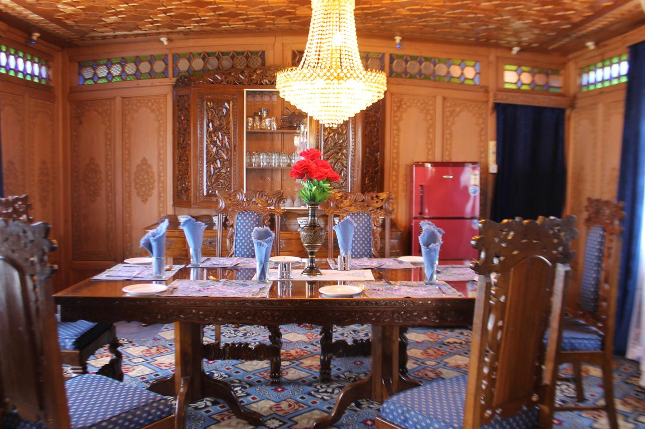 Young Beauty Star Group of Houseboat Srinagar Restaurant