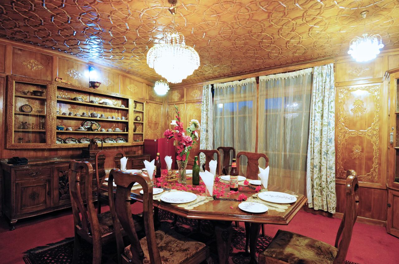 Nigeen Beauty Houseboat Srinagar Restaurant