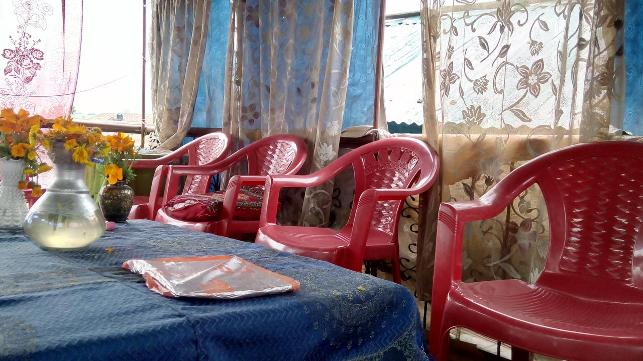 Royal Lodge Houseboat Srinagar Restaurant